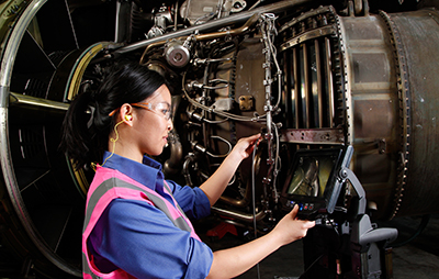 Inspecting a jet engine with a videoscope