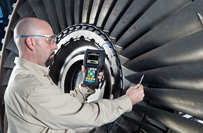 Measuring the thickness of a fan blade
