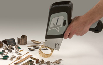 DELTA handheld XRF screens precious metals
